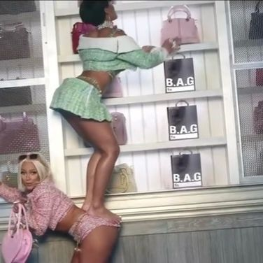 GET YOUR BAG GIRL: SHOP 500 PAY 200 IS STILL ON 🛍👜 @aweetie & @dojacat, WE'RE LOVING THE NEW VID 👀